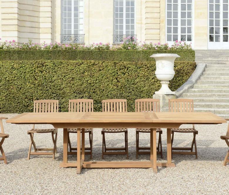 Extendable teak table