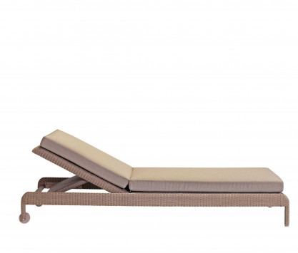 Chaise-longue de resina trenzada
